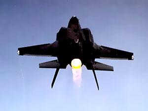 Japonya'da radardan kaybolan F-35'in enkazı bulundu
