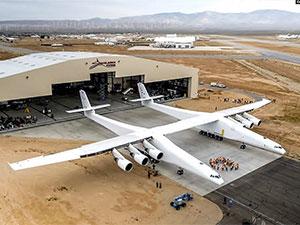 Dünyanın en büyük uçağı ilk uçuşunu gerçekleştirdi