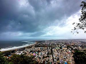 Fani Kasırgası: Hindistan'da 800 bin kişi tahliye ediliyor
