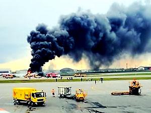 Moskova'da bir uçak alev aldı, 41 kişi hayatını kaybetti
