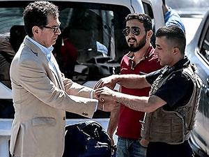Kadri Gürsel 'Kelepçelenerek' cezaevine gönderildi