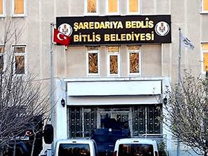 Erdoğan'ın Yardımcısı: Bitlis'te indirilen Kürtçe tabela takılacak