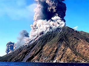 Stromboli Yanardağı faaliyete geçti
