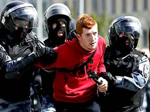 Moskova'da yüzlerce protestocuya gözaltı