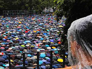Hong Kong'da on binler Çin tehdidine rağmen yine sokakta