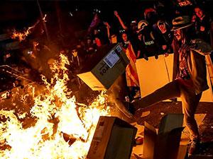 Katalonya'da sokaklara barikatlar kuruldu