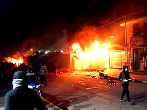 Irak'ta, İran Başkonsolosluğu ateşe verdi