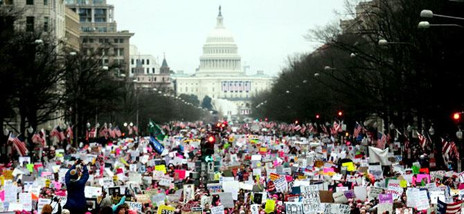 ABD'de binlerce kadın Trump karşıtı yürüyüşe katıldı