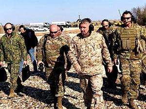 Amerikalı komutan Mazlum Abdi ile görüştü