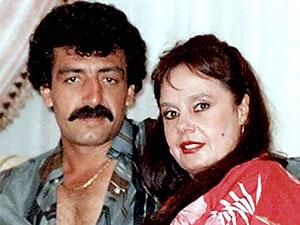 Müslüm Gürses'in eşi Muhterem Nur yaşamını yitirdi