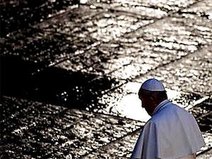 Papa Francis, Vatikan'daki ayinlerde 'yalnız'
