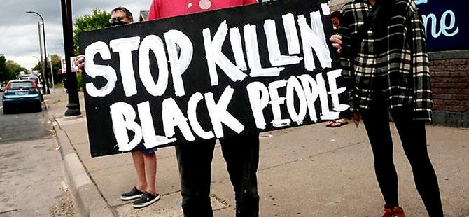 ABD'de polisler siyahi George Floyd'u boğarak öldürdü
