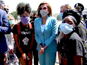 Pelosi, Washington'da protestocularla beraber yürüdü
