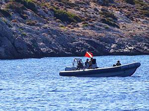 Yunanistan sularında özel tekneye ateş açıldı: 3 yaralı