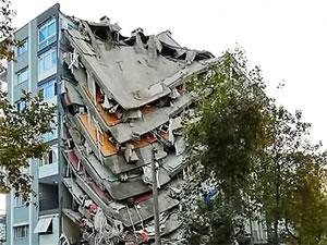 İzmir'de 12 kişi hayatını kaybetti 419 yaralı var