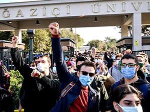 Öğrenciler ev baskını ile gözaltına alındı
