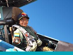 74 Yaşında Savaş Uçağı Kullandı!