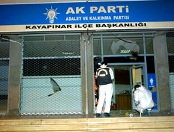 Diyarbakır'da AK Parti'ye Saldırı