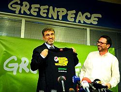Enerji Bakanı Greenpeace'de!
