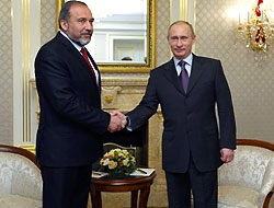İsrail'li Bakan Putin'le  İran'ı görüştü