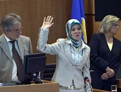 Başörtülü milletvekili Mahinur Özdemir yemin etti