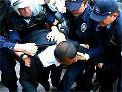 Polisten Tekel işçilerine sert müdahale!