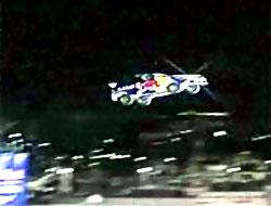 Otomobil 82 metre havada uçtu