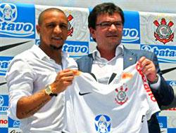 Carlos resmen Corinthians'ta