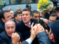 İzmir'de Sarıgül'e yoğun ilgi!