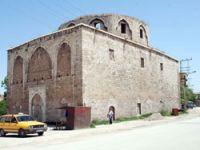 Kilisesini, cami derneği onarıyor