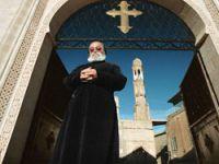 Fransa'da Facebook'la papaz aranıyor