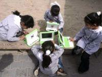 Gazze'nin evsiz öğrencilerine laptop