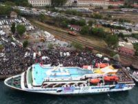 Yardım gemisi Gazze'ye uğurlandı
