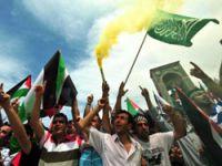 Onbinlerce insan İsrail'i lanetledi