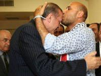 Erdoğan'ı alnından öptüler