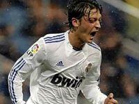 Real Madrid mutlu Mesut!