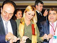 TÜSİAD Başkanı, Baydemir'le halay çekti