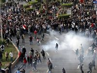 Mübarek rejimi çatırdıyor mu?