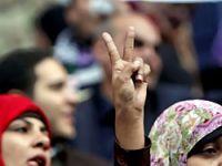 Mısır'da binlerce kişi meydanlarda