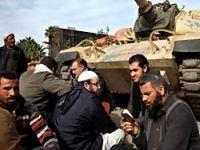 Mısır'da eylemciler Meclis'i kuşattı