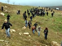 Sanatçılar Newala Qesaba'ya yürüdüler