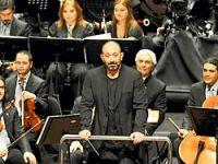 Cem Yılmaz, ikinci kez orkestra şefi