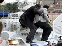 Baydemir polis panzerine çıktı