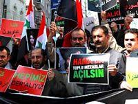 Esad İstanbul'da protesto edildi