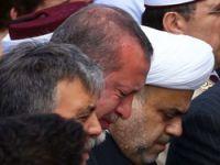 Erdoğan gözyaşlarını tutumadı