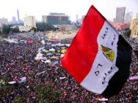 Mısır'da Tahrir ayakta, Tantavi direniyor...