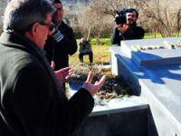 Musa Anter'in oğlu 20 yıl sonra babasının mezarıda