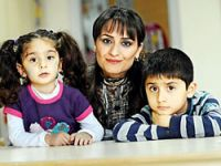 'Annecim, biz Kürdüz Anadilimiz Kürtçe ama okullarda Türkçe konuşuluyor'