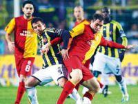 Aslan, Kadıköy'de direğe takıldı