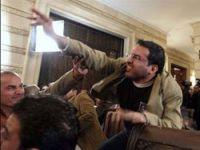 Bush'a papuç fırlatan gazeteciye erken tahliye
